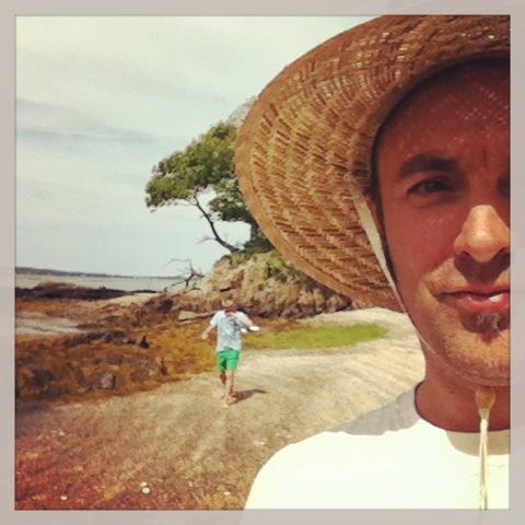 Grégoire on a desert island after running a\'ground